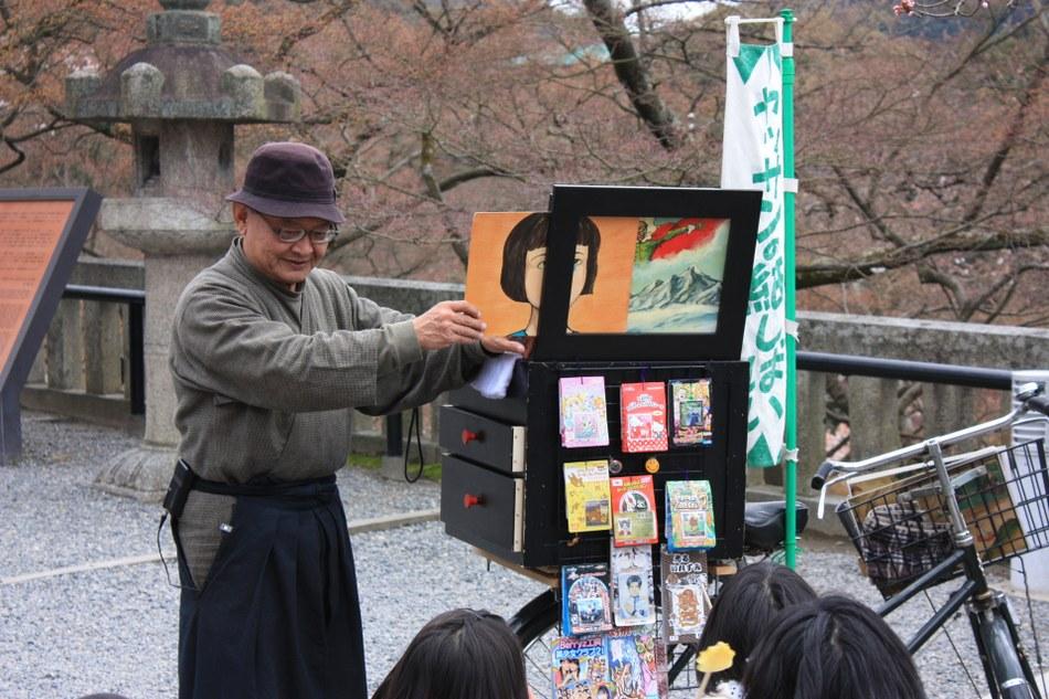 Kamishibai artist at kyomizudera 1